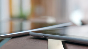 Display Battle: Which Phones and Tablets Dominate in the Sun?