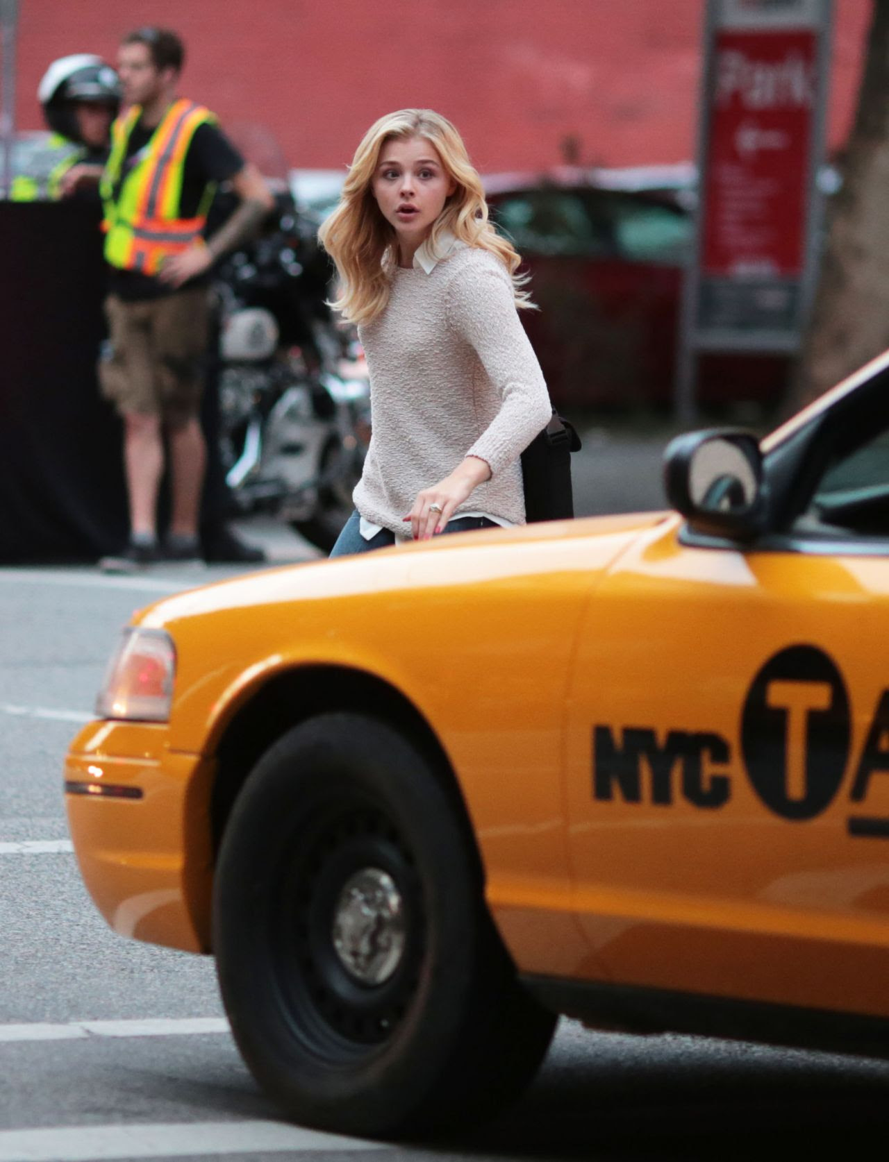 http://celebmafia.com/wp-content/uploads/2015/07/chloe-moretz-set-of-brain-on-fire-in-vancouver-july-2015_12.jpg
