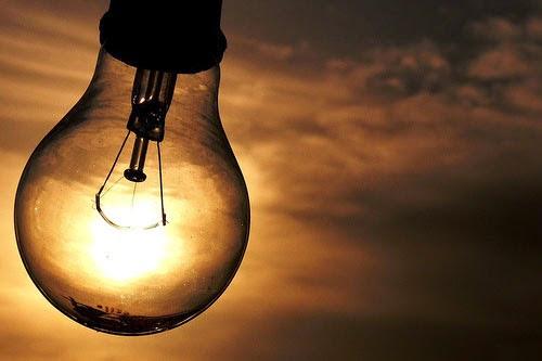 Resultado de imagem para Contas de energia elétrica terão bandeira tarifária vermelha em abril