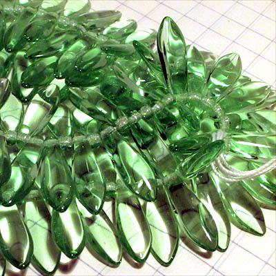 27801472-20 Glass Daggers - 5 x 16 mm Dagger Beads - Transparent Peridot (25)