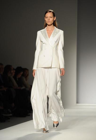 Max+Mara+Milan+Fashion+Week+Womenswear+2011+4Z_wFE6KWGml