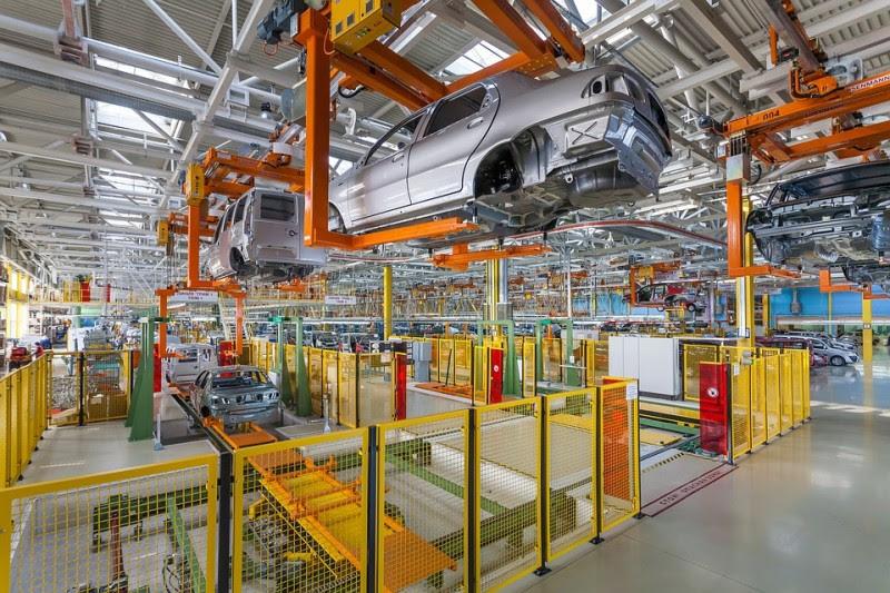 <p>Planta de producción de coches.</p>