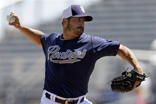 Padres make few changes to 4th-place team