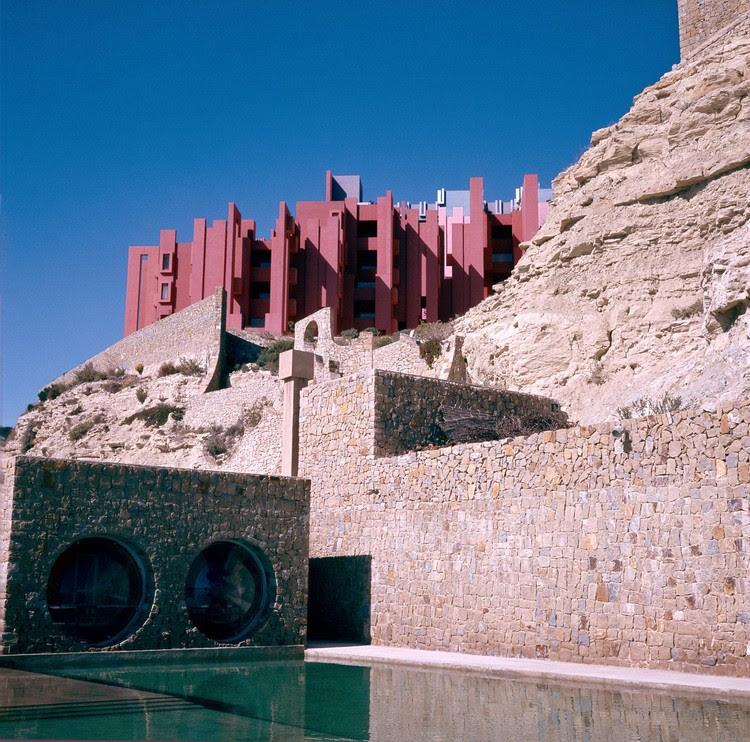 La Muralla Roja, Alicante, 1973. Image Courtesy of Ricardo Bofill