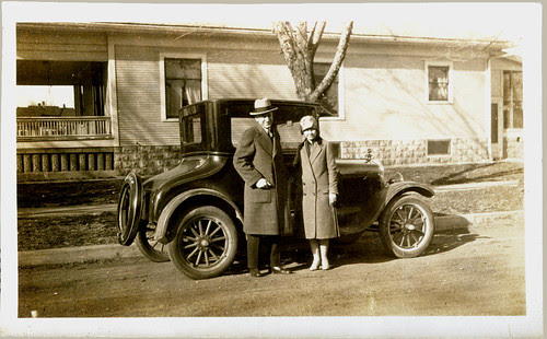 Man and woman leaving in the car