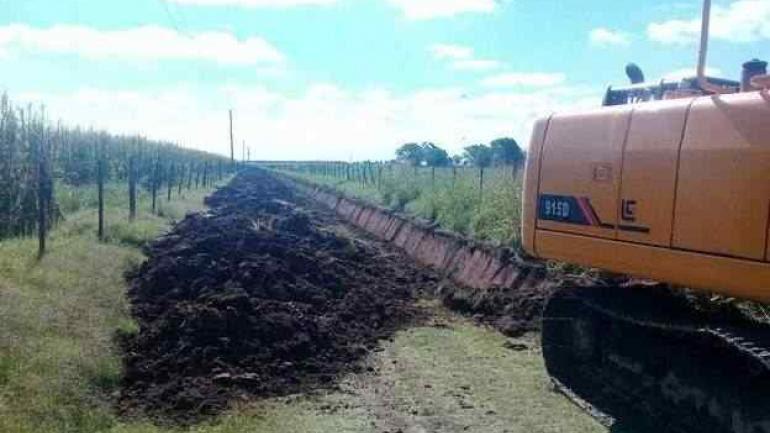 Entre la maquinaria pesada secuestrada se retuvo una retroexcavadora. (Prensa Gobierno de la Provincia de Córdoba)