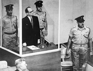 Adolf Eichmann, uno dei principali organizzatori del genocidio di 6 milioni di ebrei durante la Seconda Guerra Mondiale, a giudizio a Gerusalemme. Qui, il 29 maggio 1962, apprese che il suo appello alla Corte Suprema israeliana era stato respinto.