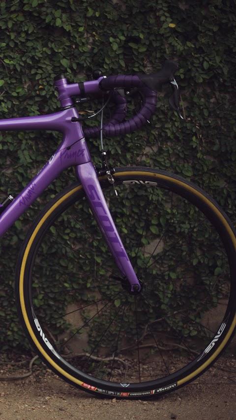 خلفية لدراجة هوائية باللون البنفسجي بدقة عالية hd