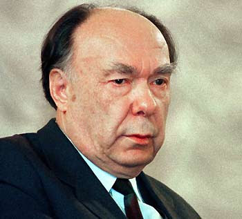 Former Soviet communist party politburo member Alexander Yakovlev is seen in Moscow in this April 15, 1994 file photo. The veteran U.N. procurement official pleaded guilty on August 8, 2005 to conspiracy, wire fraud and money laundering charges after investigators found evidence he took nearly $1 million in illegal payments from the winners of U.N. contracts worth $79 million. [Reuters]
