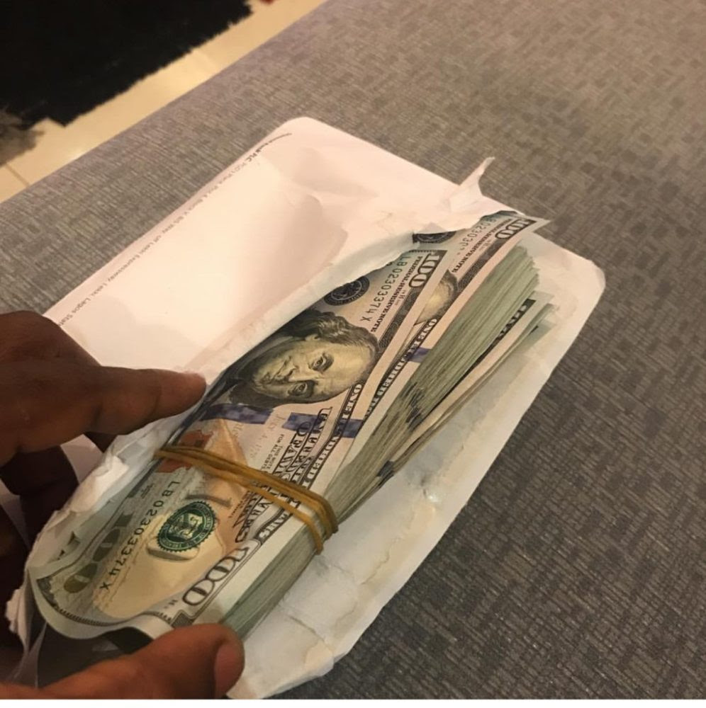 Yung6ix Gives $10,000 To The Man Who Gave Him N10,000 To Relocate To Lagos In 2009
