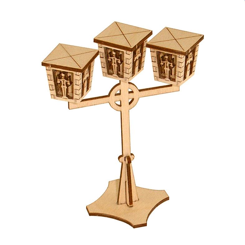Miniatur-Straßenlaterne mit drei Leuchten und Engel und Bergmann