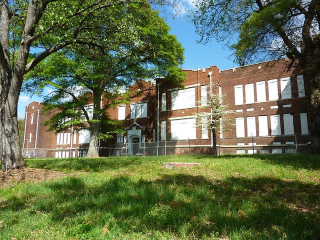 P1060133-2012-03-25-English-Avenue-Historic-Westside-Phoenix-Flies-Atlanta-Preservation-Center--English-Avenue-School