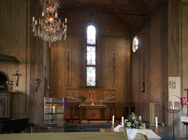 Allhelgonakyrkan inne 2012.jpg
