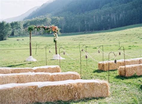 decorating with hay bales for outdoor wedding   Hay bale