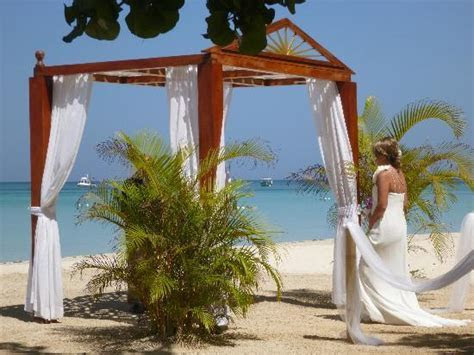 Beach weddings   Picture of Couples Swept Away, Negril