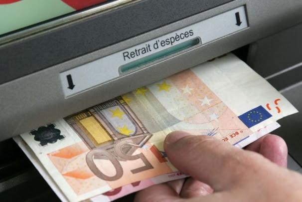 A partir du 1er septembre, le paiement en espèces sera limité à 1.000 euros....