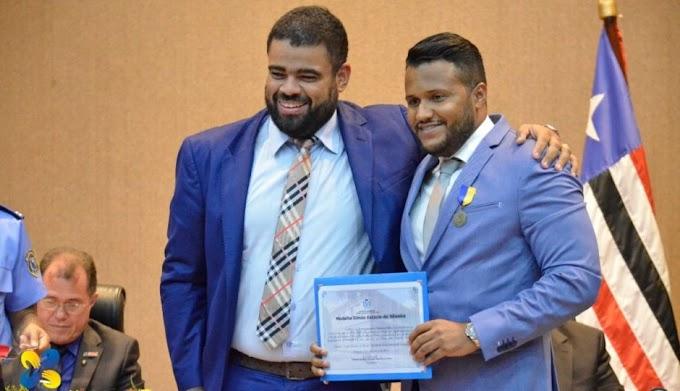 DESTAQUE: Câmara condecora jornalistas e blogueiros com medalha de mérito