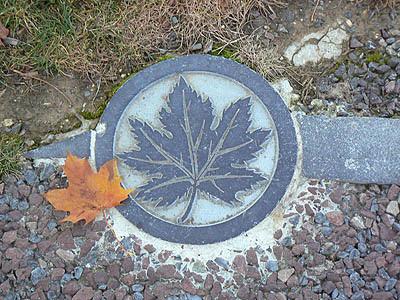 monument canadien feuille.jpg