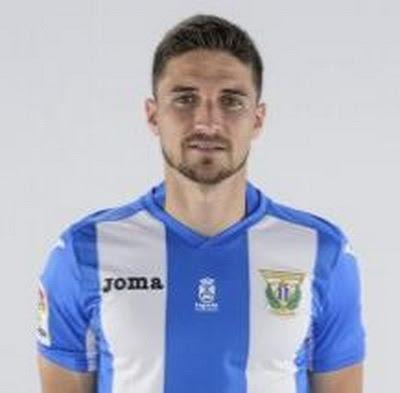 Julián Omar Ramos Suárez, (San Cristóbal de La Laguna, Santa Cruz de Tenerife, 26 de enero de 1988) conocido futbolísticamente como Omar Ramos o simplemente Omar, es un futbolista español. Formado en el CD Tenerife, juega en el Club Deportivo Leganés...