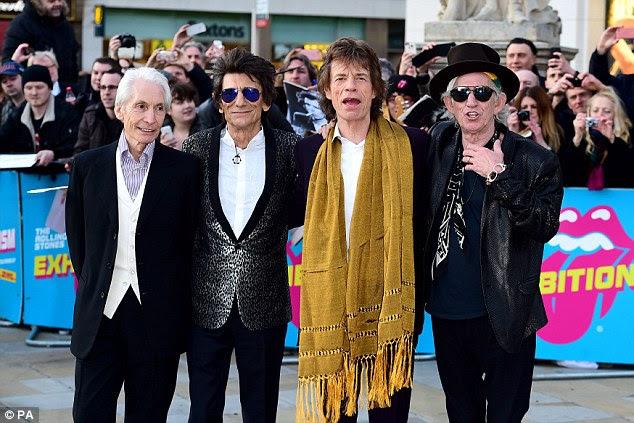 Legends: Rolling Stones vocalista Sir Mick Jagger (foto terceiro da esquerda com colegas de banda Charlie Watts, Ronnie Wood e Keith Richards) tornou-se pai novamente com a idade de 73