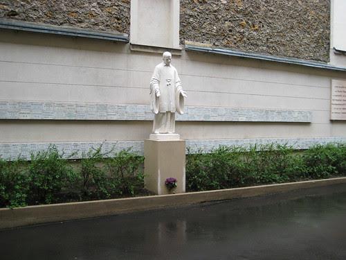 St. Vincent de Paul near the Chapelle Notre Dame de La Médaille Miraculeuse
