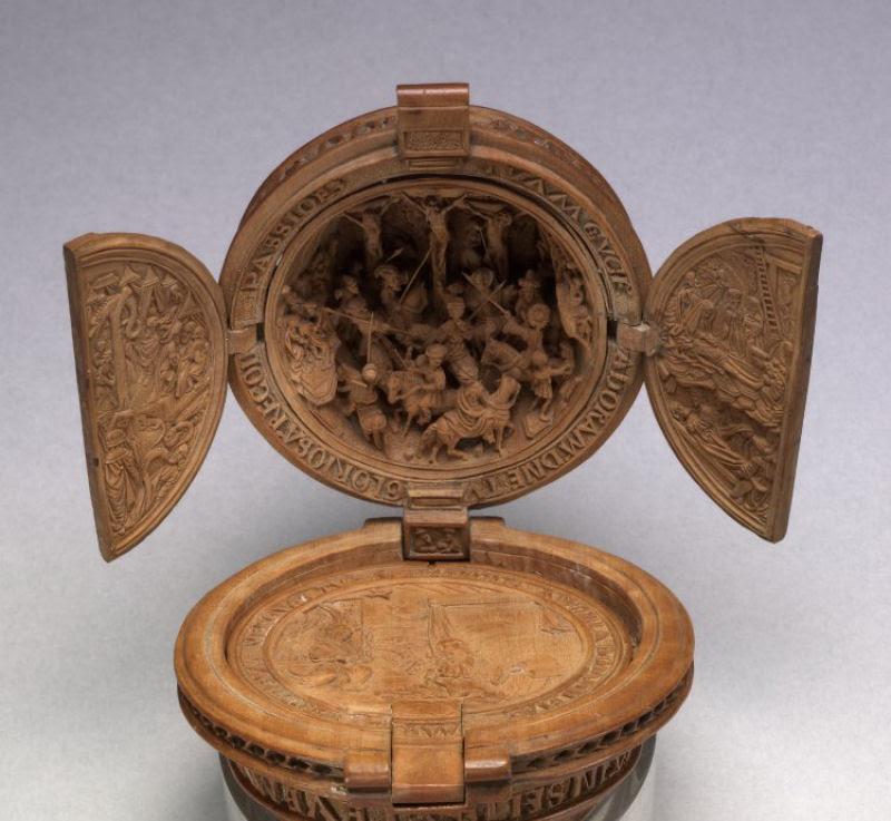 Castanhas de Oração do Século 16 primorosamente esculpidas 13