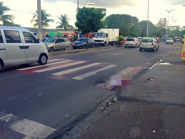 Crime ocorreu em avenida movimentada da capital amazonense   (Foto: Indiara Bessa/G1 AM)