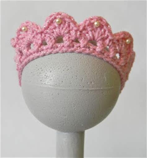 25  best ideas about Birthday tiara on Pinterest   Crochet