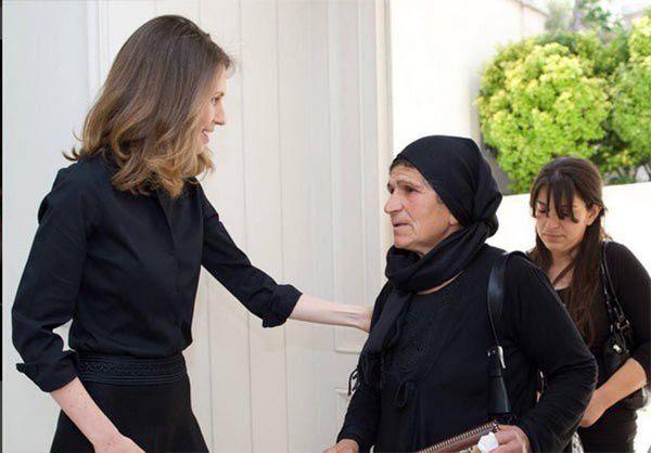 Madame Asmaa Assad recevant mères et épouses des militaires tués au combat