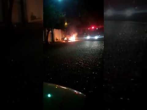 Carro incendiado no Monte Carlo em Araçatuba(ASSISTA AO VÍDEO)
