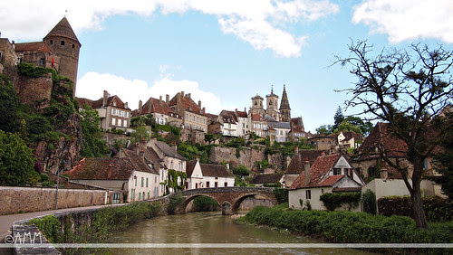 Semur en Auxois by parador