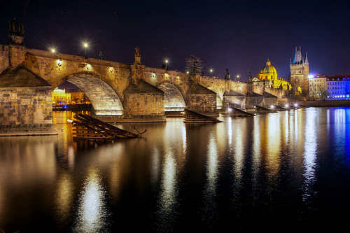 Late night at the Charles Bridge by Miroslav Petrasko (blog.hdrshooter.net)