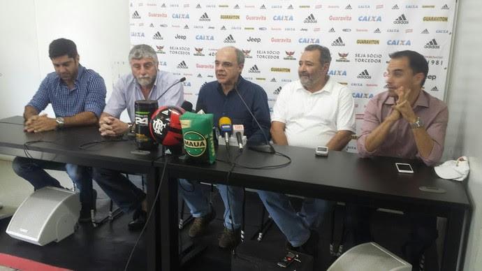 Runco e diretoria Fla coletiva (Foto: Chandy Teixeira/ Globoesporte.com)