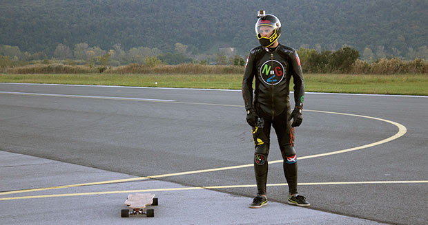 Video: Fastest speed on an electric skateboard  watch incredible footage as thrillseeker