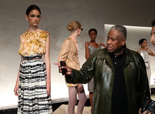 Rachel+Roy+Presentation+Spring+2011+MBFW+9x8-blurM2Hl