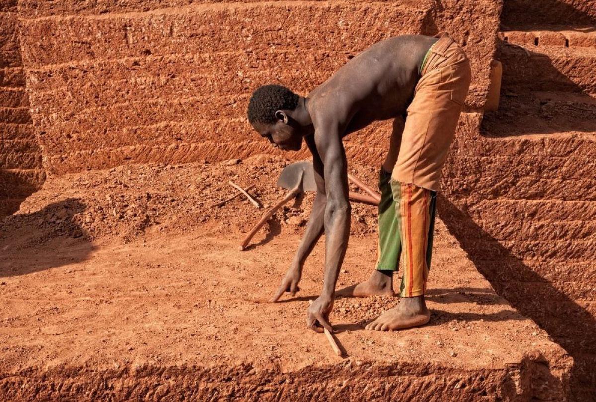 A pedreira de tijolos de Karaba em Burkina Faso 13