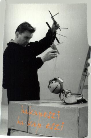 Kemén Henrik Hakapeszi8 Makkival, a Zseb tévé c. sorozat figurjával