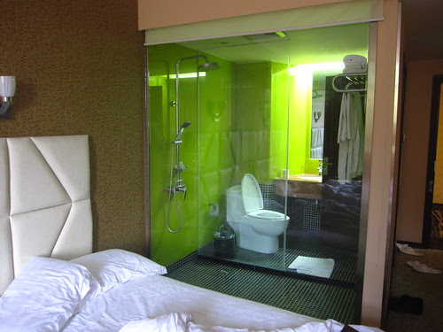 Bizarro Bathroom, Zigong
