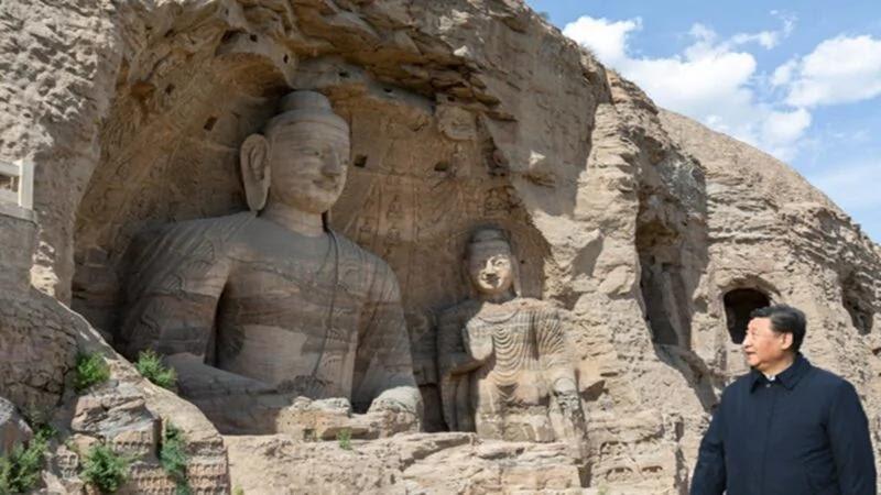 Ông đi vào hang động để xem xét cẩn thận các pho tượng, bích họa, hỏi chi tiết về lịch sử, phong cách nghệ thuật và vấn đề bảo tồn các di tích văn hóa của các hang động,
