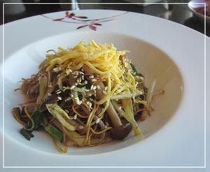 マンダリンオリエンタル東京「SENSE」にて、最後は香港麺で。