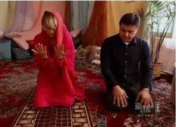 Benarkah Paris Hilton Masuk Islam?