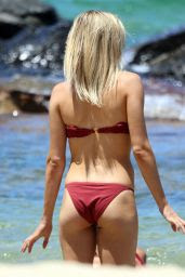 Amy Pejkovic Shows off her bikini body at Balmoral Beach in Sydney