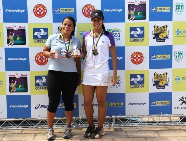Letícia Monteiro (à direita) foi campeã da etapa Natal do Circuito Nacional de Tênis na categoria sub-25 feminino (Foto: Ana Karla Santiago/Divulgação)