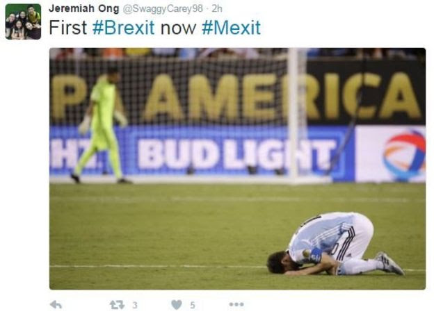 Photo of Lionel Messi on his knees and his forehead on the ground after missing a penalty.