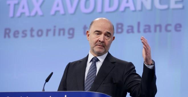 El Comisionado de Asuntos Financieros, Pierre Moscovici, durante una conferencia de prensa en el paquete de la evasión de impuestos en la sede de la Comisión Europea en Bruselas. REUTERS / Francois Lenoir