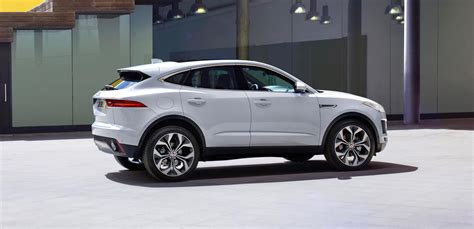 jaguar  pace debuts    cylinder options