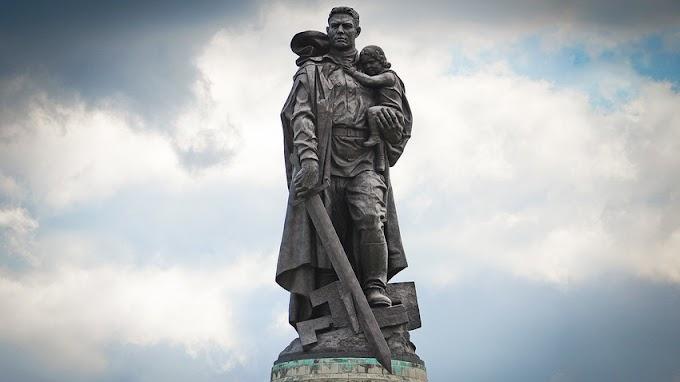A história do soldado soviético transformado em monumento em Berlim