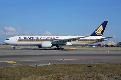 Singapore Airlines Boeing 777-212 ER 9V-SVL (msn 32336) AMS (Ton Jochems). Image: 912971.