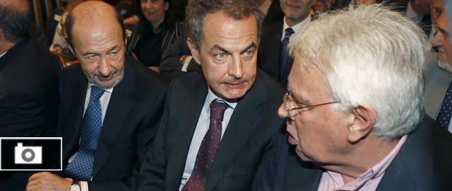 Felipe, Zapatero y Rubalcaba arropan a Bono y amplifican la ausencia de Guerra