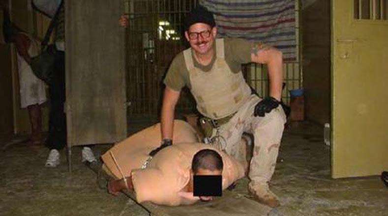 Estados Unidos ha negado aplicar torturas a pesar de las fotografías divulgadas donde se observan militares estadounidenses torturando a prisioneros.